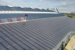 Френска компания търси дистрибутори за покривни соларни модули