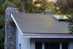 Tesla започва да инсталира първите си соларни покриви