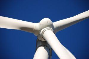 Британски производител на вятърни турбини търси партньори