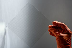 Разработиха прозрачна електропреносна система за соларни прозорци